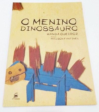 foto capa menino dinossauro
